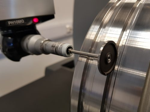 cose up of a CMM disc probe measuring a deep groove around an aerospace engine component - subcontract cmm measurement